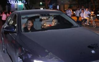 Phương Oanh 'Quỳnh búp bê' rao bán xế sang Mercedes E250 có giá gần 2,5 tỷ